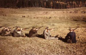 Fältskytte på Vikbolandet under 1950-talet. Foto: Okänd.