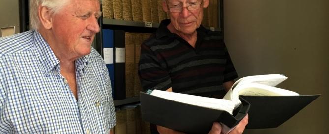 Bertil Rossander och Carl-David Söderback, båda från Hembygdsföreningen Gamla Reijmyre.