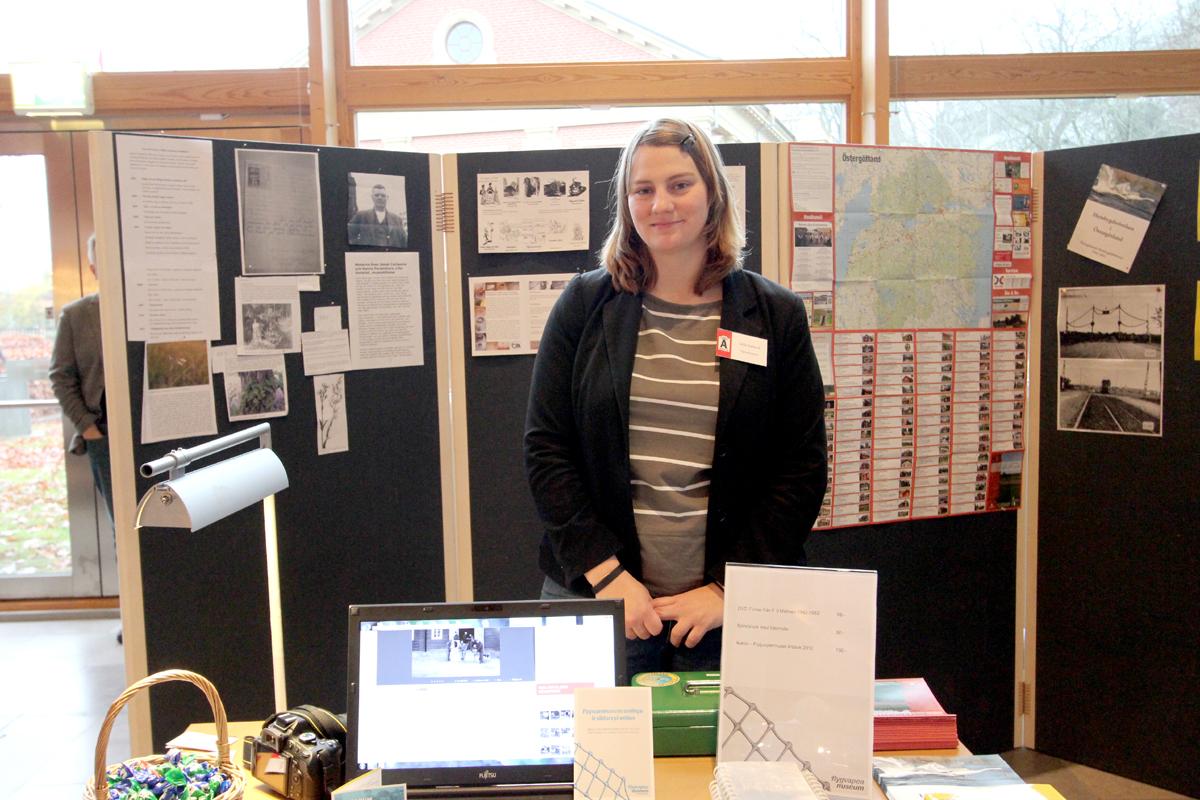 Sofia Svalmark, arkivarie vid Flygvapenmuseum. Här på Arkivens dag i Linköping 2013.