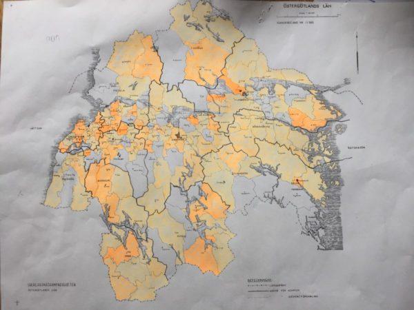 Karta över Östergötland. De orangemarkerade socknarna är registrerade.