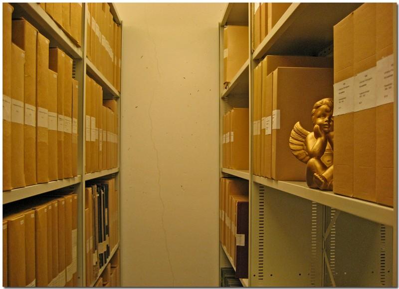 Linköpings föreningsarkiv har en egen ängel som vakar över arkivet.