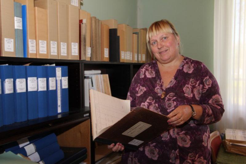Annika Johansson förestår Ulrika museums arkiv.
